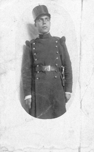 Juan Rejano, durante el servicio militar. En el reverso la siguiente dedicatoria - Para mamá